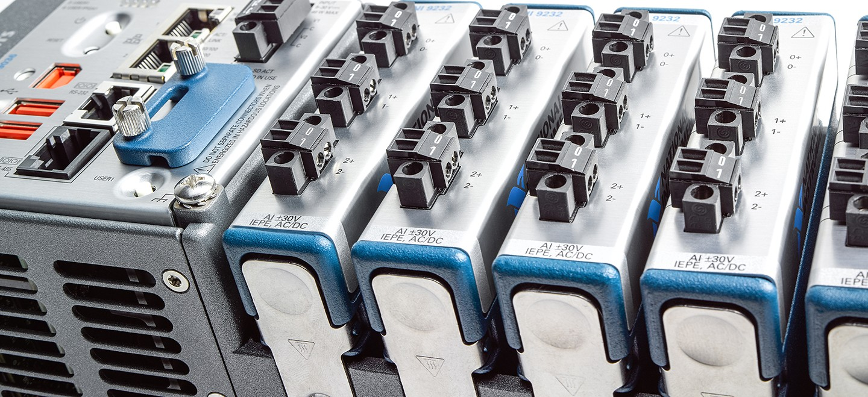 un système compactrio contient un châssis, un contrôleur et des modules d'entrée et de sortie interchangeables