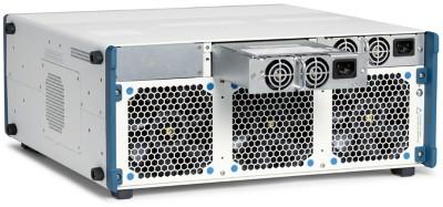 PXIe-1095는 핫스왑 가능한 2개의 1,200W 전원 공급 장치를 제공합니다.