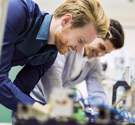 エンジニアチームがテスト要件に従ってBattery Test Systemを構成できるよう手伝うNIパートナー