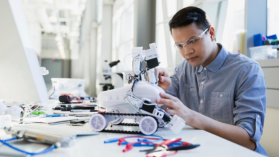 Help students to apply their theoretical knowledge to the design and control of a dynamic system and learn mechatronics and robotics with an active learning approach.